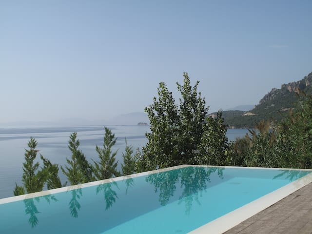 STUNNING LUXURY BEACHFRONT VILLA WITH AMAZING VIEW - Pogonia - Villa
