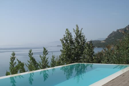 STUNNING LUXURY BEACHFRONT VILLA WITH AMAZING VIEW - Pogonia