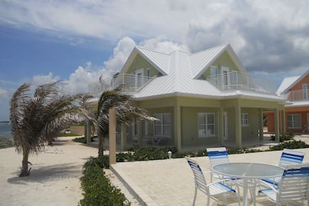 Ocean Paradise 3bd/3bth Beach Front # 4 Green - North Side - Casa