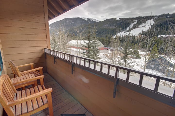 Arapahoe Lodge 8119 Slope Views, premier location, nice upgrades, great rates!