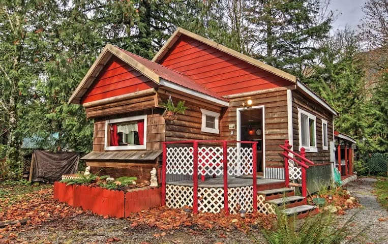 2BR Puget Sound Cabin w/ Hot Tub and Hiking Trails - Gold Bar - Srub