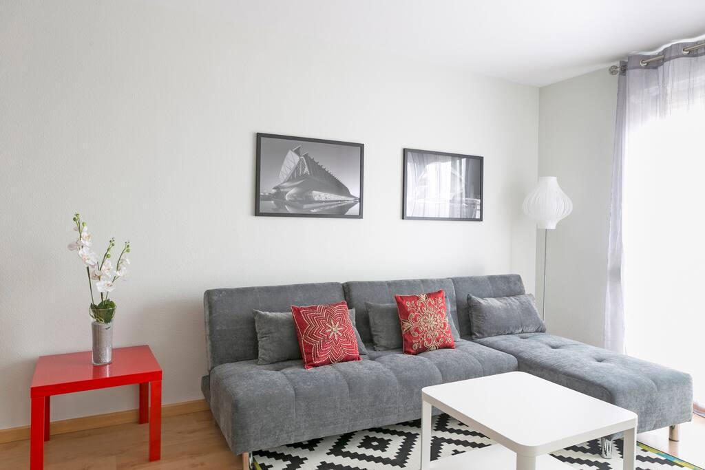 Sofa chaise loungue. Chaise lounge sofa.