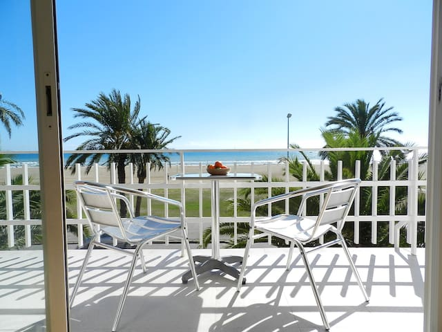 BeachFront Apt.6+view by Barcelona - Castelldefels - Apartmen