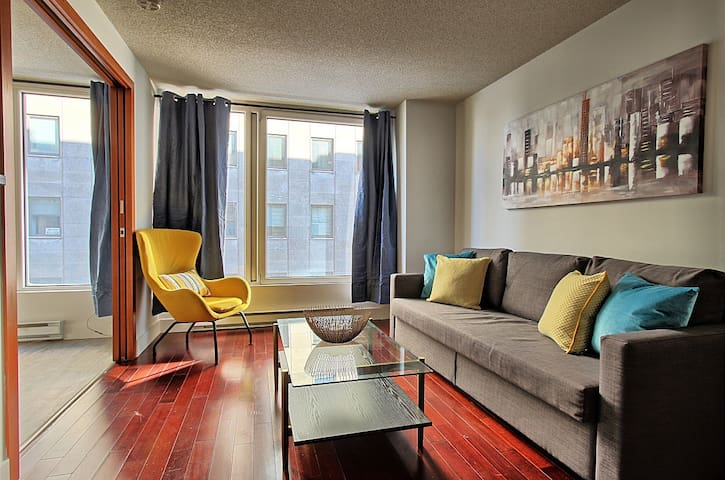 Old port and downtown, 2 beds, gym, metro, parking