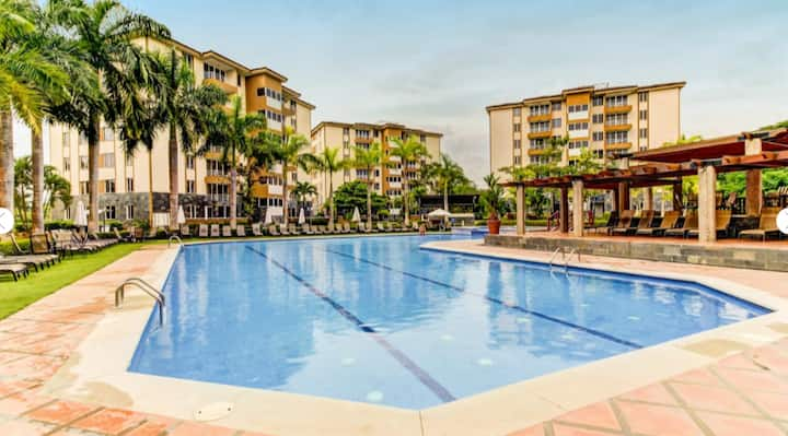 Resort-style Luxury Condo near beach, free Netflix