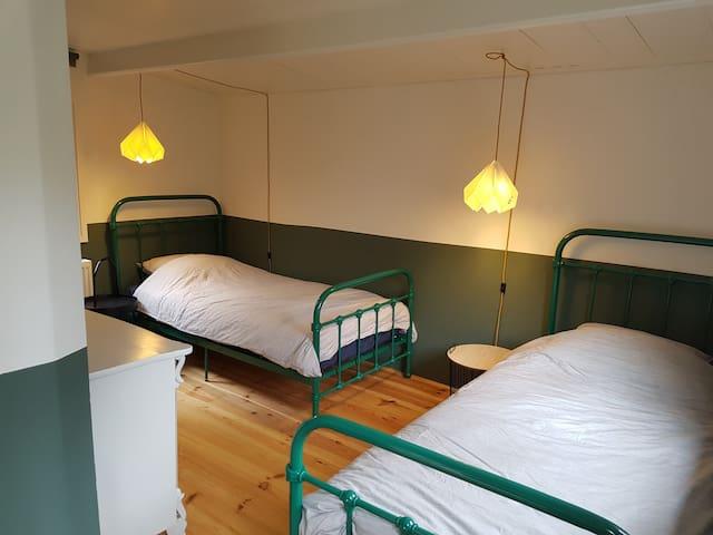 Slaapkamer 2 (met badkamer)