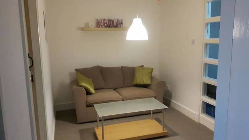 Spacious and modern private room close to city