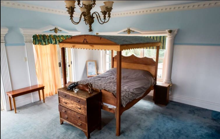 Sleepy hollow mansion room 1