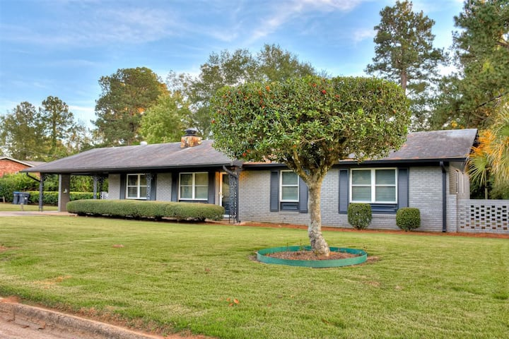 Walk to Masters, Remodeled Home - 8888- Wicklow