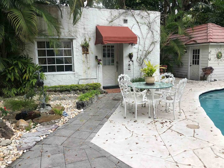 Cottage in Coconut Grove