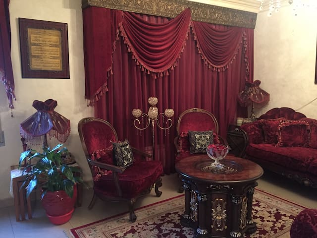Elegant modern bedroom in an apartment for rent - Amman - Byt
