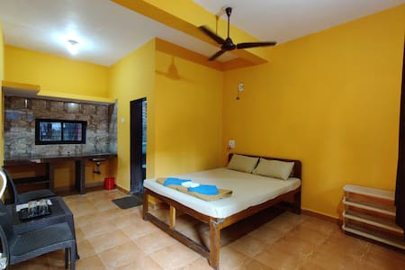 Standard Non-AC Room Red&Yellow 2min walk to beach
