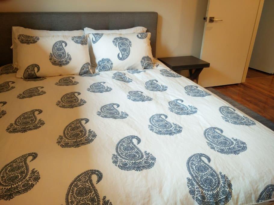 cozy queen bedroom