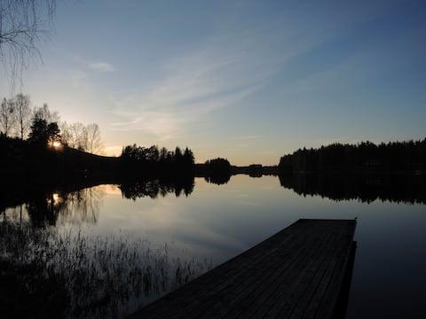 Ved innsjøen i Älvsjöhyttan.