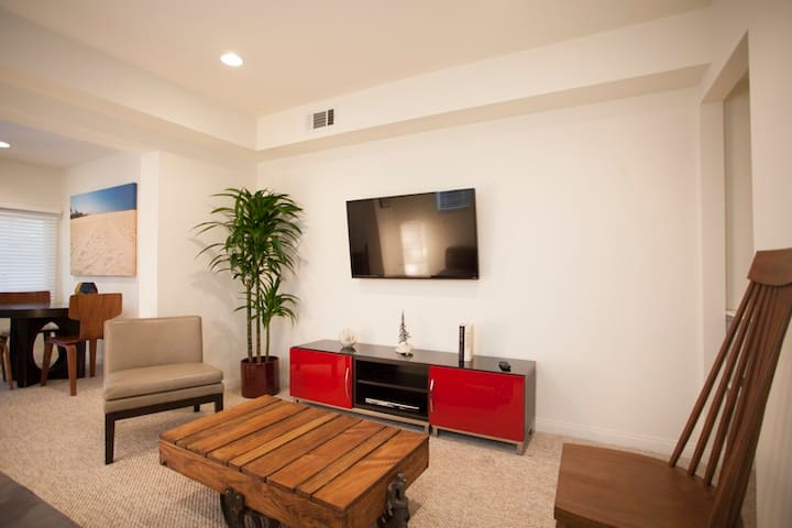 Walk Street Apartment near Main St and Rose Ave B - Los Ángeles - Departamento