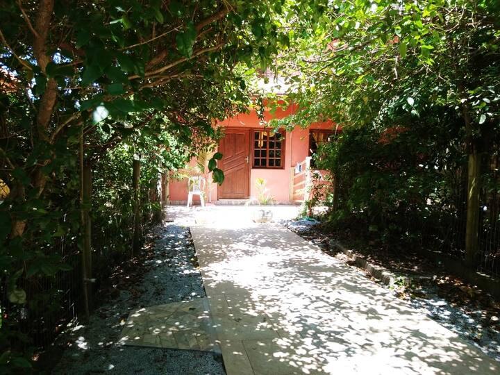Casa a  200 mtrs/ mar, P. da Ferrugem - Garopaba