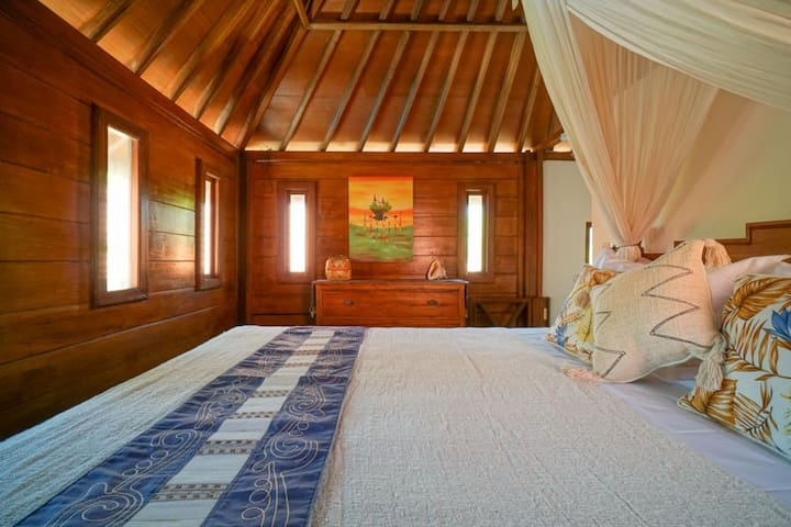 Villa Puaji is a 2 bedrooms villa. This is the Authentic Balinese style bathroom equipped with AC.