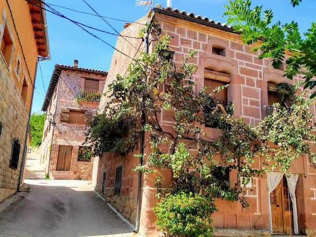 Cosy Cottage House near Siguenza (8-18 people)
