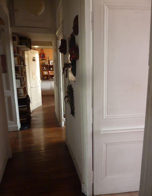 Couloir depuis la porte d'entrée