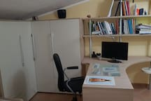scrivania ed armadio