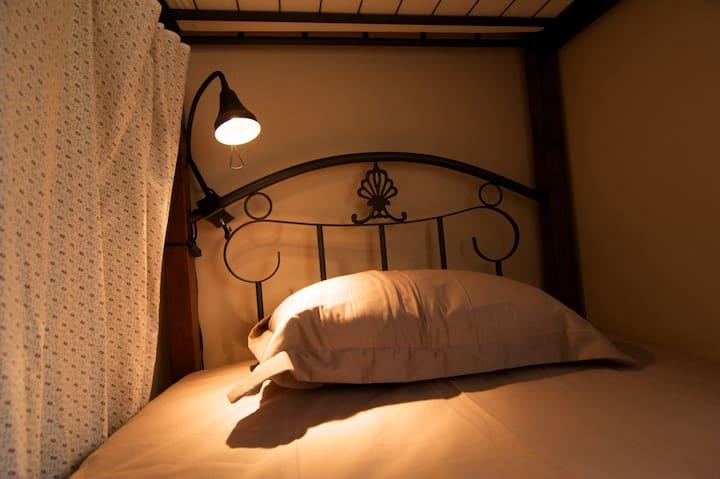 KAZARIYA 4beds Female dormitory room