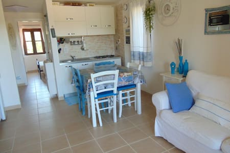 Cozy cottage in residence  swimming pool Wi-fi - Olbia  - Haus