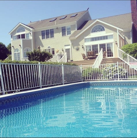 Beautiful Colonial with Access to the Beach