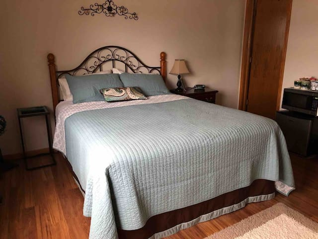 Queen size bed with premier bedding