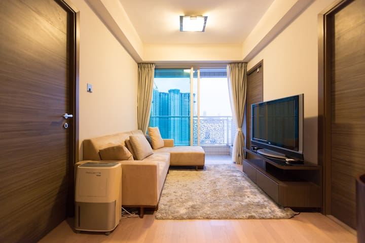 *Business-ready, luxurious pad in Cheung Sha Wan*