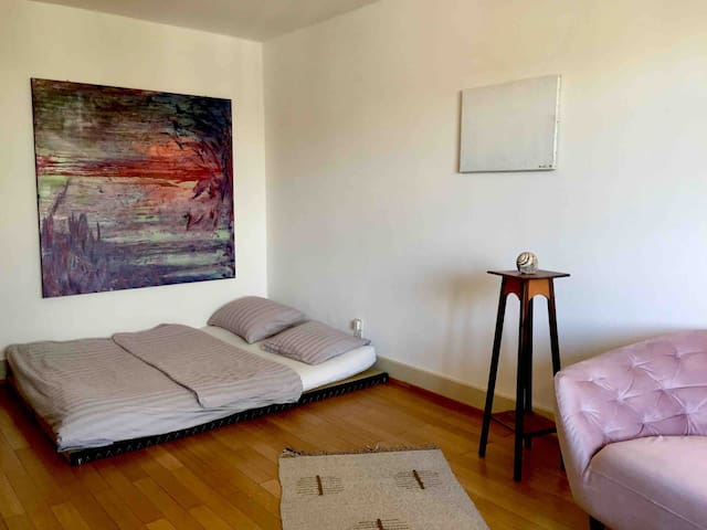 cosy & quiet artsy 1 bedroom apt at super location