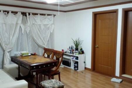 Hongdae, Seoul, Homestay, Private Big Room