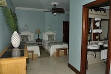 C'est la Vie - 4-bedroom Villa