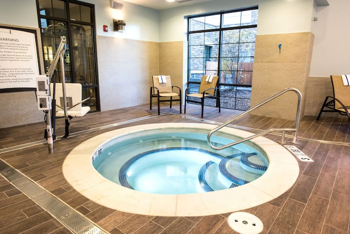 Accessible King Studio Near ALB, Downtown + UAlbany   Pool Access