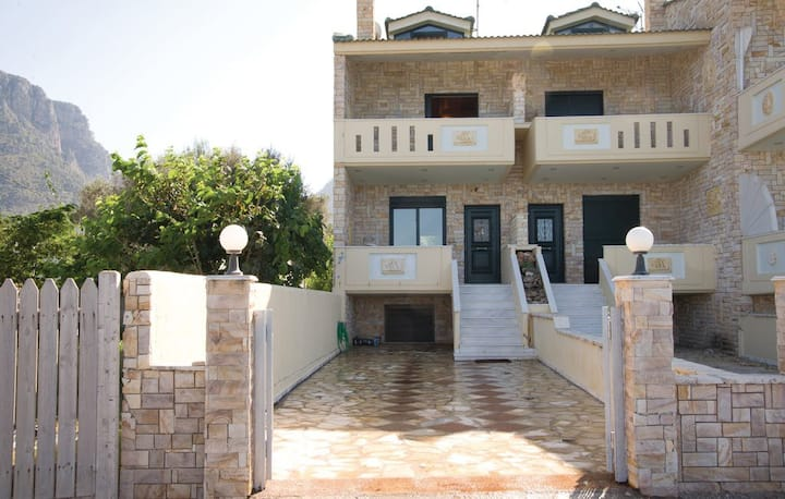 Lovely holiday home with sea view