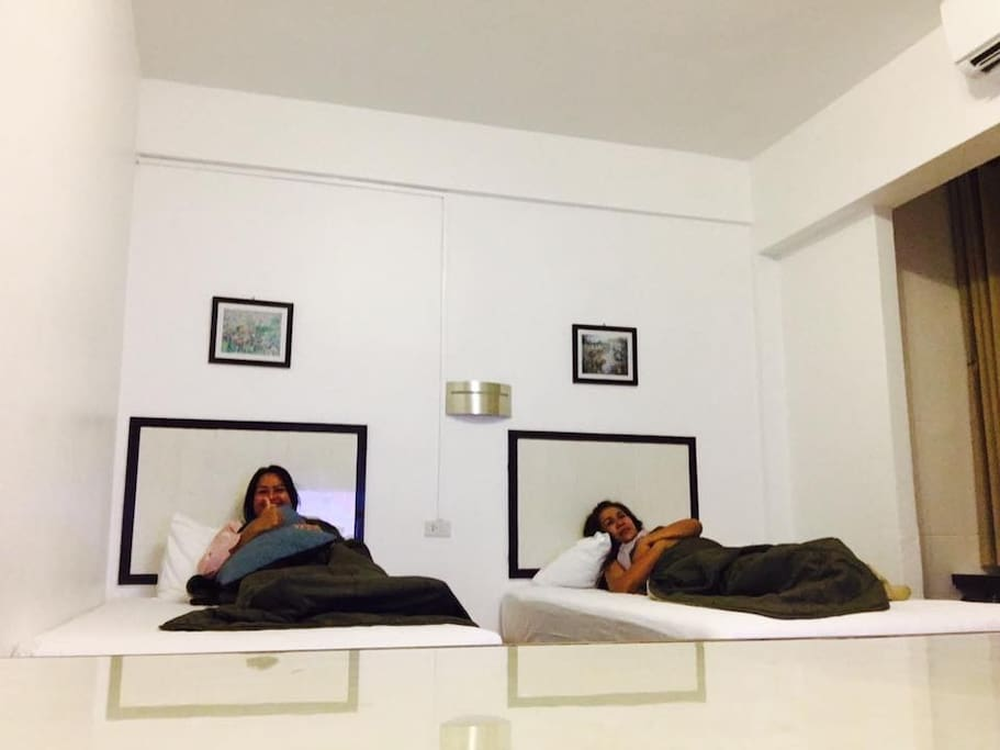 Comfortable stay with Modern loft design & Twin bed :)