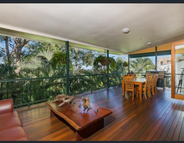 Inner City Sanctuary, Converted Church with Views - Bardon - Casa