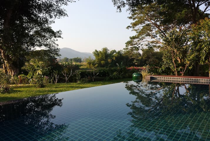 Breathtaking view from infinity pool - Tambon Choeng Doi - Villa