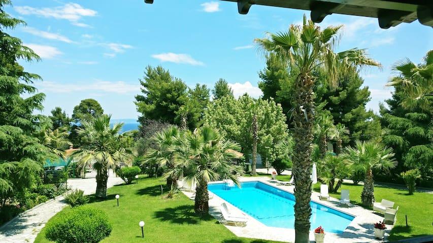 Cozy Lux Pool House, Kriopigi
