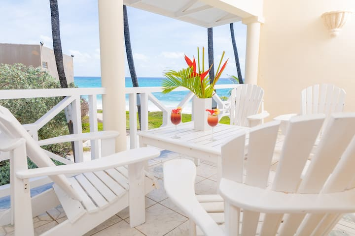 """""""Deluxe 1 bed Apt. B"""" right on Silver Sands Beach"""