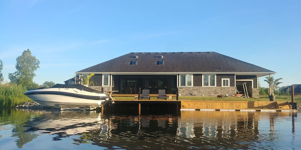 Custom built home, peaceful, waterfront get away