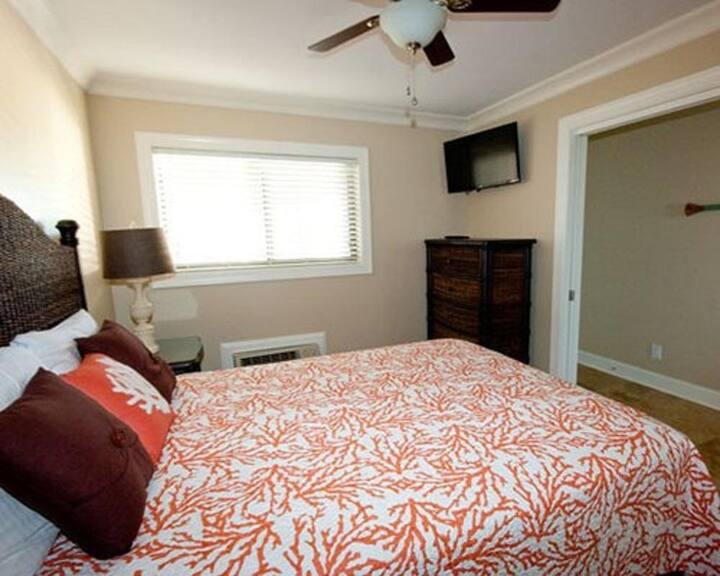 Driftwood Inn Resort - 1 Bedroom