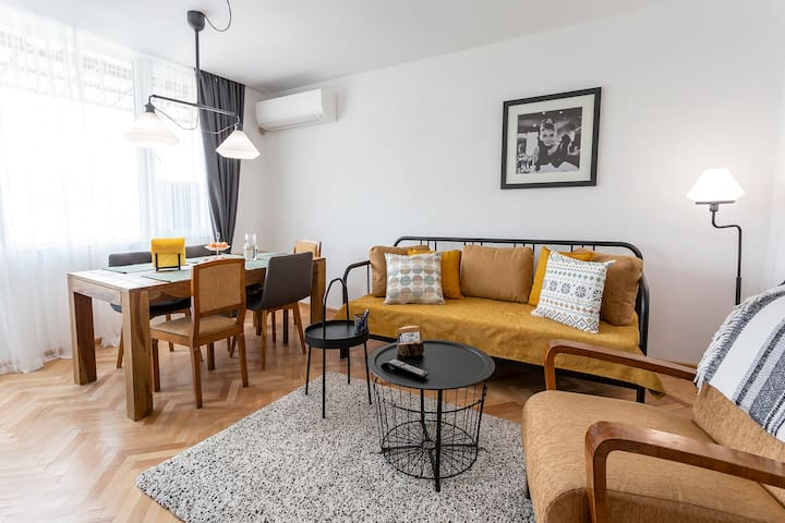 Spacious and Homey 2 Bed Apartment in the Center