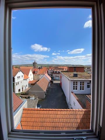 Ferienwohnung in Alsfeld. Blick zum Storchennest