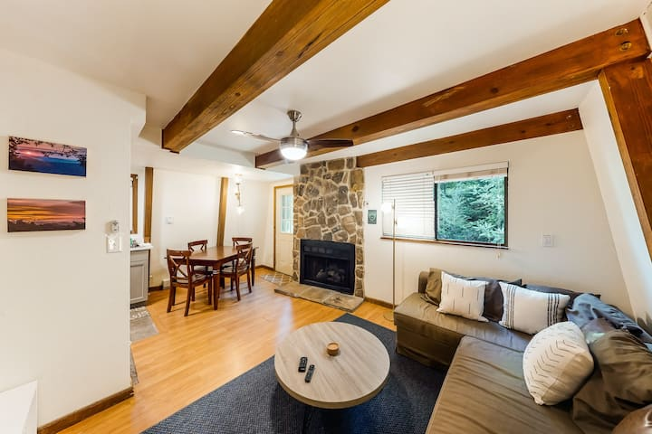 New listing! Modern mountain condo w/fireplace - near ski lifts, golf & more!