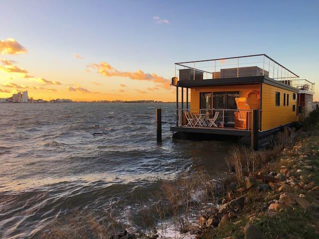 Strand Hausboot Swantje auf der Ostsee