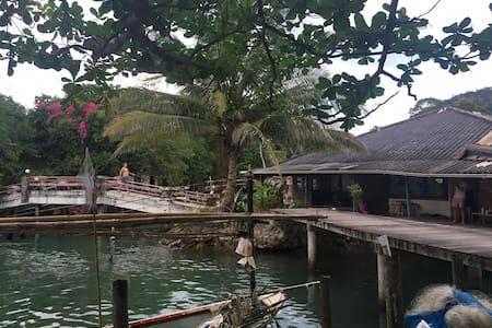Very rare Thai Style house, facing the Sea - Koh Chang Tai - Dom