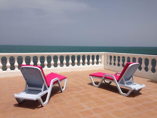 Dans une villa front de mer Marsa Corniche
