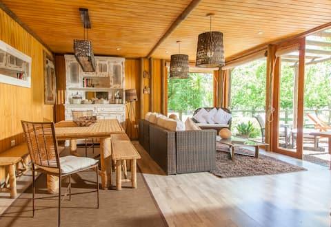 可欣賞山景的舒適鄉村小屋