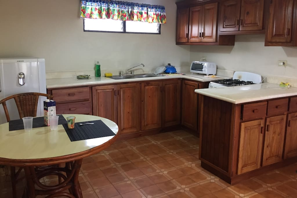 Kitchen, table, lunch, appliances