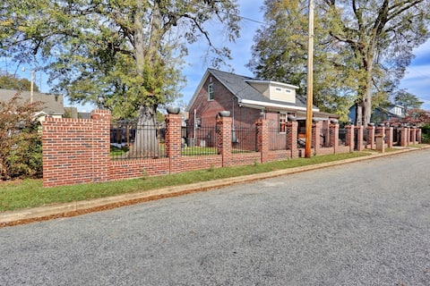 Charming Downtown Greer Bungalow enjoy privacy at gated home walking distance to downtown
